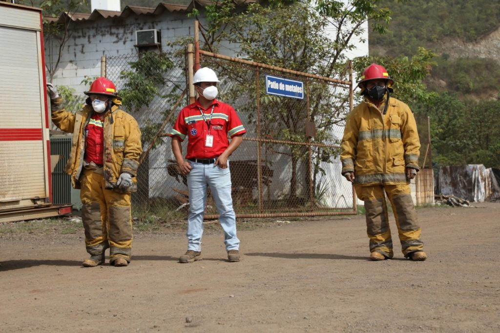 Grupo de trabajadores de seguridad y salud ocupacional